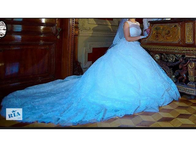 Продам Свадебное платье со шлейфом- объявление о продаже  в Одессе