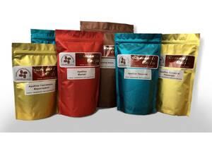 Свіжосмажена кава в зернах та мелена