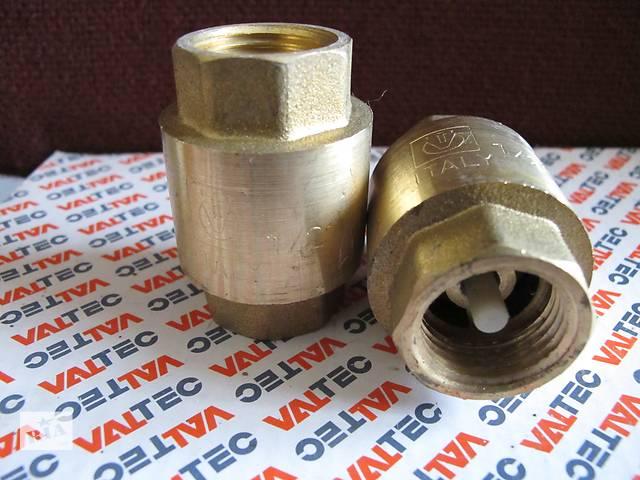 купить бу Пружинный обратный клапан (VT.0161.N.04) с золотниковым механизмом (шток, верхняя, нижняя тарелки) из нейлона (стеклонаполненный полиамид), отличающегося механической, термической, химической стойкостью. Материал пружины – нержавеющая сталь AISI 306. Корпус изделия изготовлен способом объемного горячего штампования из высококачественной латуни CW617N (евростандарт EN12165) с нанесением гальванопокрытия (никелирование). Диапазон рабочих температур: –20… +90 °С. Номинальное давление – 25–40 бар (зависит от типоразмера). Резьба присоединения – внутренняя. Направление потока указано стрелкой на корпусе. Данный обратный клапан монтируется в любом положении, трущиеся поверхности отсутствуют. В наличии 20 шт. в заводской упаковке, производства Италия. ПРИ ПОКУПКЕ ВСЕЙ ПАРТИИ, 20 ШТ. - ЦЕНА: 45 ГРН. в Киеве