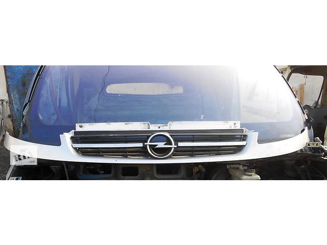 купить бу Решётка решетка радиатора улыбка Opel Vivaro Опель Виваро Renault Trafic Рено Трафик Nissan Primastar в Ровно