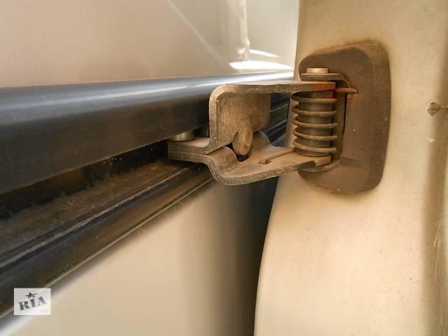 бу Ролик сдвижной боковой двери Renault Trafic Рено Трафик Opel Vivaro Опель Виваро Nissan Primastar в Ровно