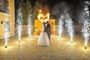 Холодные фонтаны на свадьбу, на юбилей, на день рождение, на праздник. Подарите себе праздник. Подарок. Феерверк.