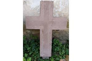 Продається хрест, з червоного каменю.
