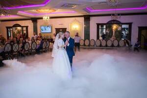 Тяжелый дым, низкий туман, холодные фонтаны, конфетти, тяжелый дым,