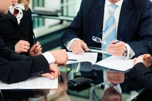 Юрист по недвижимости специалист адвокат выкуп переуступка ипотека займ под залог проверка документов оформление помощь