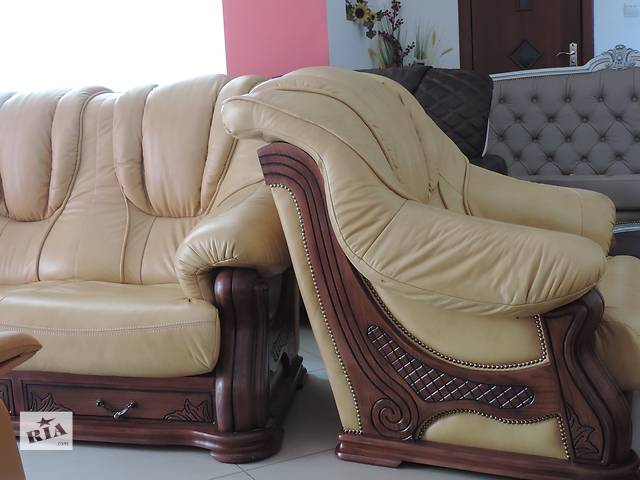 купить бу Шкіряний гарнітур на дубі 3+1+1, шкіряний диван + 2 крісла в Дрогобыче
