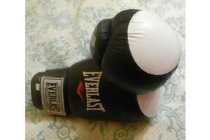 б/у Боксерские перчатки Everlast