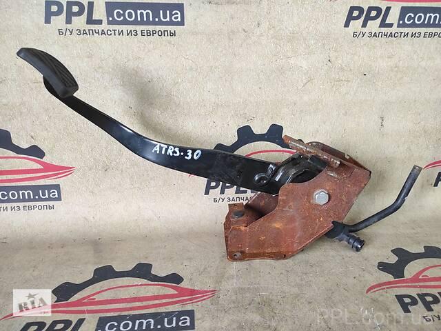 купить бу Suzuki Swift II 2005-2010 педаль сцепления цилиндр в Чернигове