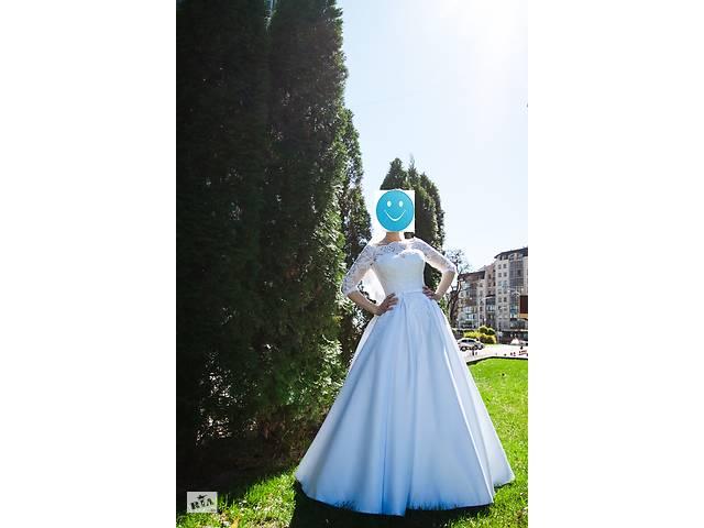 бу Свадебное платье А-силуэта с атласной юбкой. в Виннице