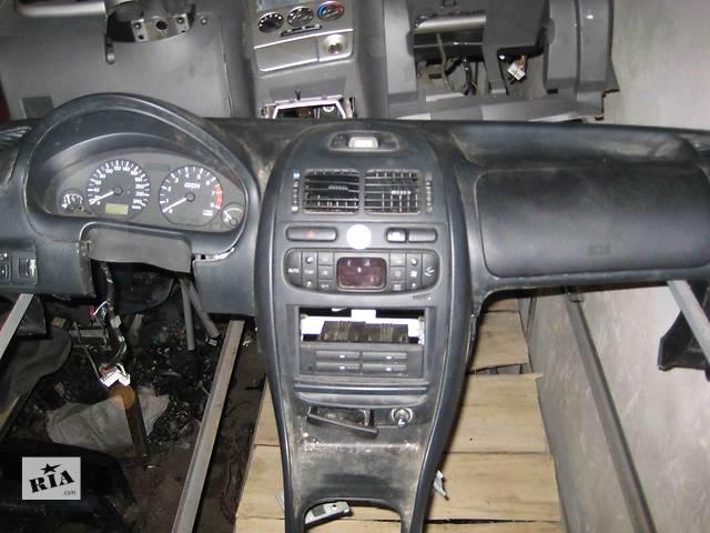 бу  Торпедо/накладка для легкового авто Mitsubishi Carisma в Львове