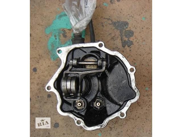 купить бу Вакуумный насос на двигатель Мерседес 190 W201 2.0 D, 2.5 D TD в Киеве