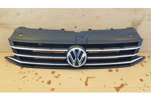 Решітка радіатора VW Polo седан 2011р- 6RU853653B