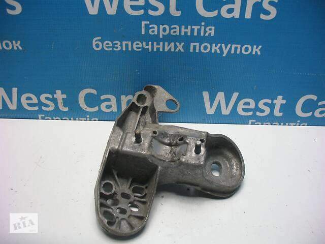 Б/В 2000 - 2004 A4 Кронштейн опори двигуна лівий. Вперед за покупками!- объявление о продаже  в Луцьку