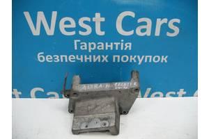 Б/У Кронштейн двигуна правий 1.3 cdti Astra H 2004 - 2014 55198220. Вперед за покупками!