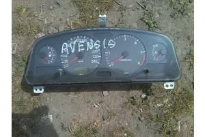 б/у Панели приборов/спидометры/тахографы/топографы Toyota Avensis