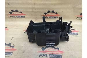 Chevrolet Orlando 10- корпус блока управления двигателем площадка акб