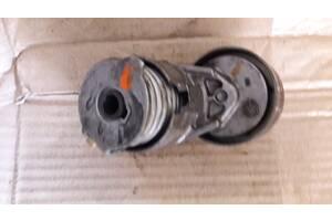 Натяжной ролик генератора натяжитель Renault Trafic 117507271R vivaro  1.9dCi