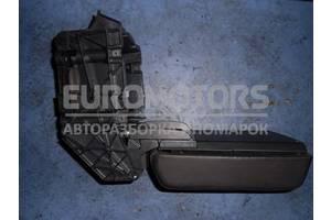 Подлокотник в сборе (консоль) VW Touareg 2002-2010 7L6864437