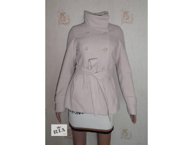 купить бу Б/У Демисезонное пальто H&M с поясом, бежевое, 38р, в идеальном состоянии в Полтаві