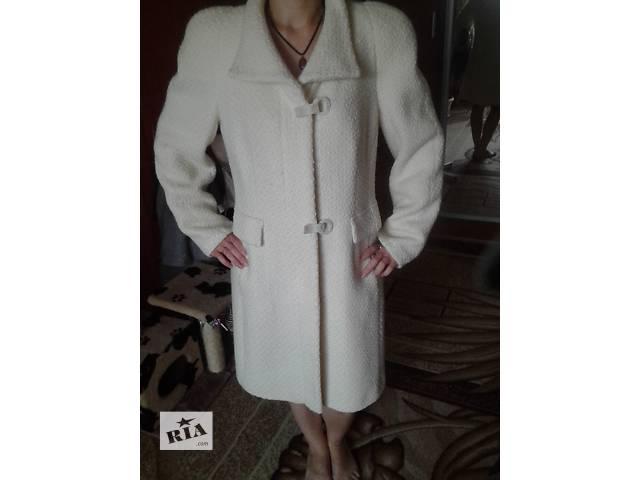 продам женское демисезонное пальто бу в Киеве