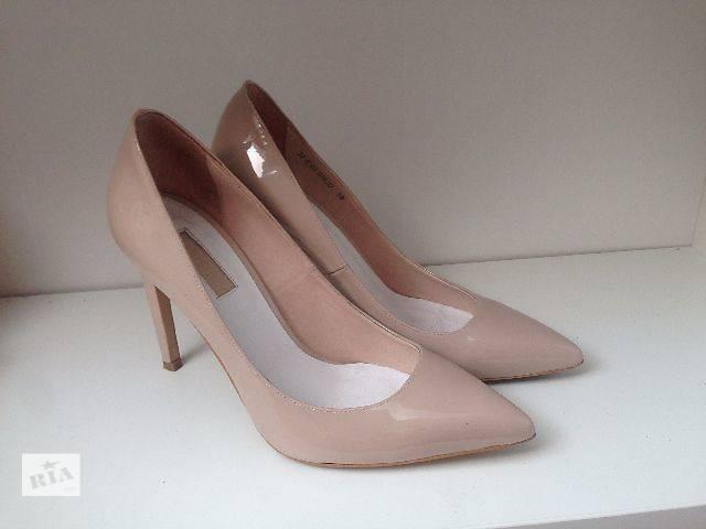 Жіночі туфлі 39 новий БЕЖЕВІ лакові туфлі 2f38b2752e9ac