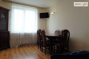 Сниму трехкомнатную квартиру в Харькове долгосрочно