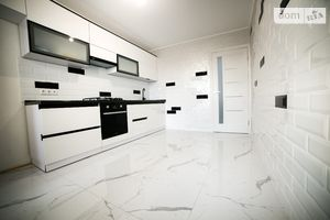 Продается 1-комнатная квартира 44.6 кв. м в Тернополе