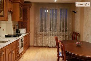 Продается 3-комнатная квартира 128.9 кв. м в Ивано-Франковске