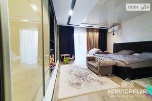 Продається 2-кімнатна квартира 82 кв. м у Ужгороді