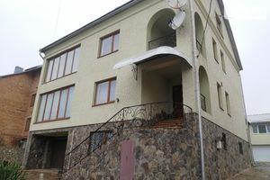 Продается дом на 3 этажа 449.8 кв. м с беседкой