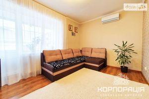 Продається 2-кімнатна квартира 52 кв. м у Ужгороді