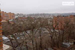 Продается 3-комнатная квартира 80 кв. м в Тернополе