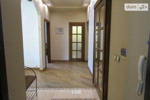 Продается 3-комнатная квартира 98 кв. м в Ужгороде