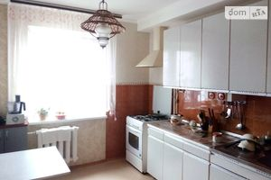 Продається 3-кімнатна квартира 70.77 кв. м у Херсоні
