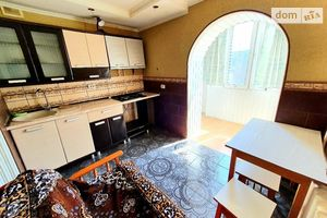 Продается 2-комнатная квартира 66 кв. м в Черновцах
