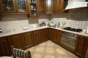Продается 4-комнатная квартира 100 кв. м в Черновцах