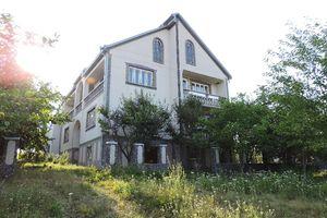 Продається будинок 2 поверховий 200 кв. м з балконом